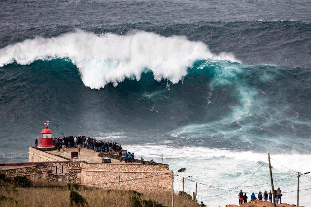 surf-olas-gigantescas-nazare-portugal-2015